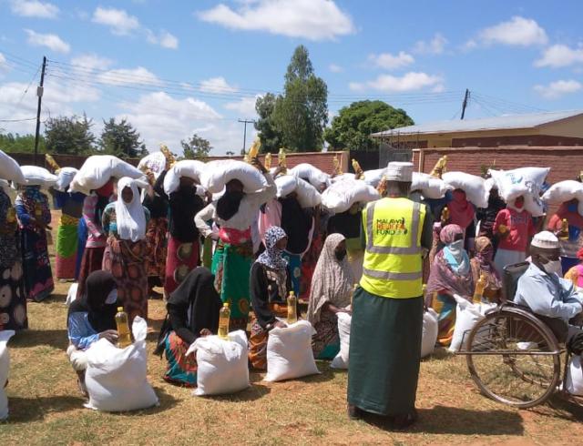 Iftari Packs Being Handed to the poor of Malawi in Ramadan 2020